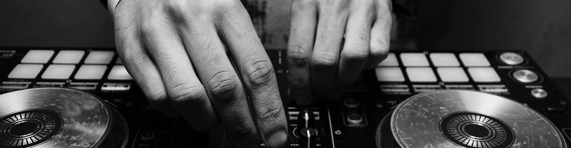 DJ wide